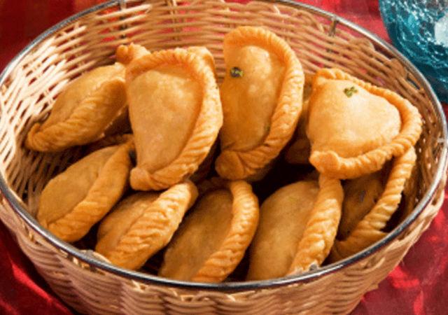 Gujiya Recipe in Hindi | Gujiya Banane Ki Vidhi