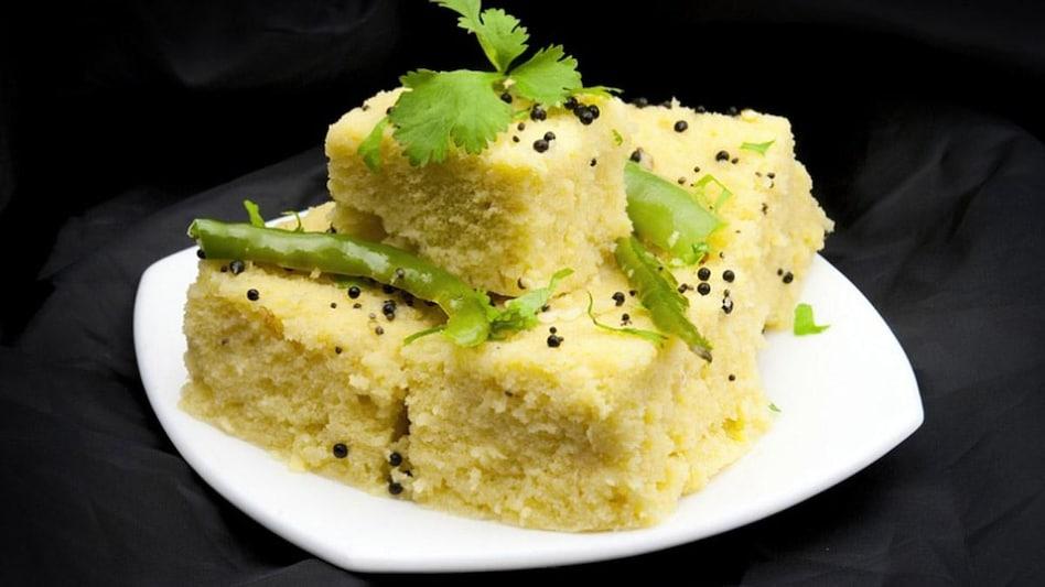 ढोकला बनाने की रेसिपी (Dhokla Recipe in Hindi)